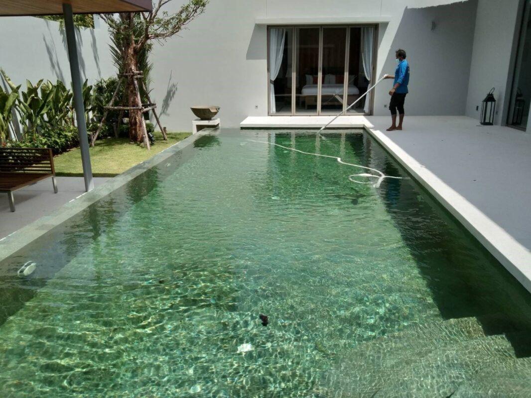 ดูดตะกอนสระว่ายน้ำ