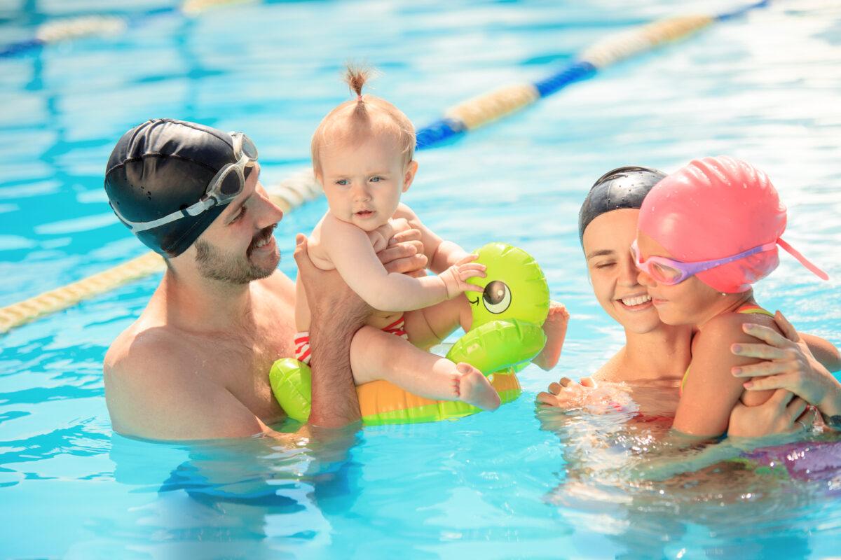 Swimming Pool by Freepik.com