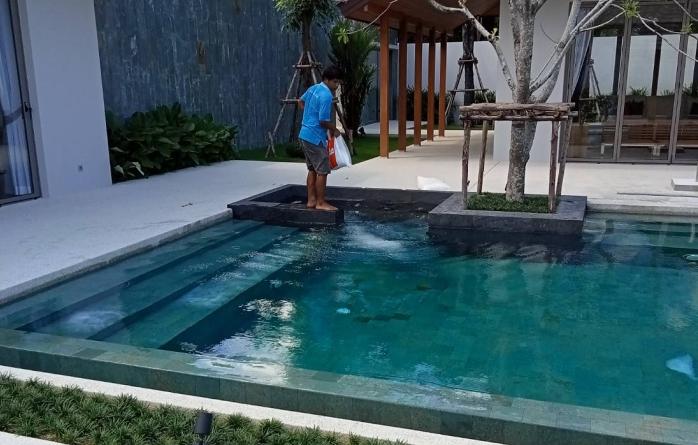เติมเกลือสระว่ายน้ำ